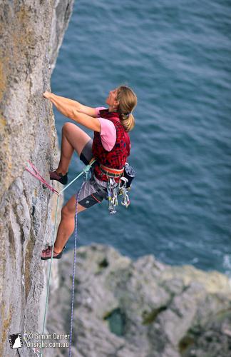 Nina Leonfellner, Limbo (VS 4b), Pembroke, Wales, UK.